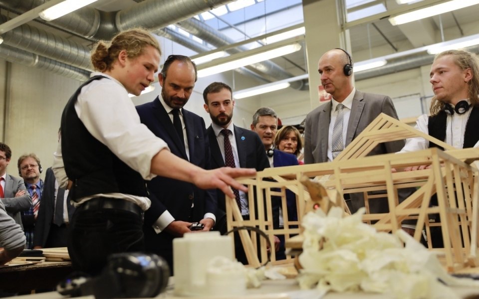 Édouard Philippe visiting a learning centre (Knobelsdorff-Schule)