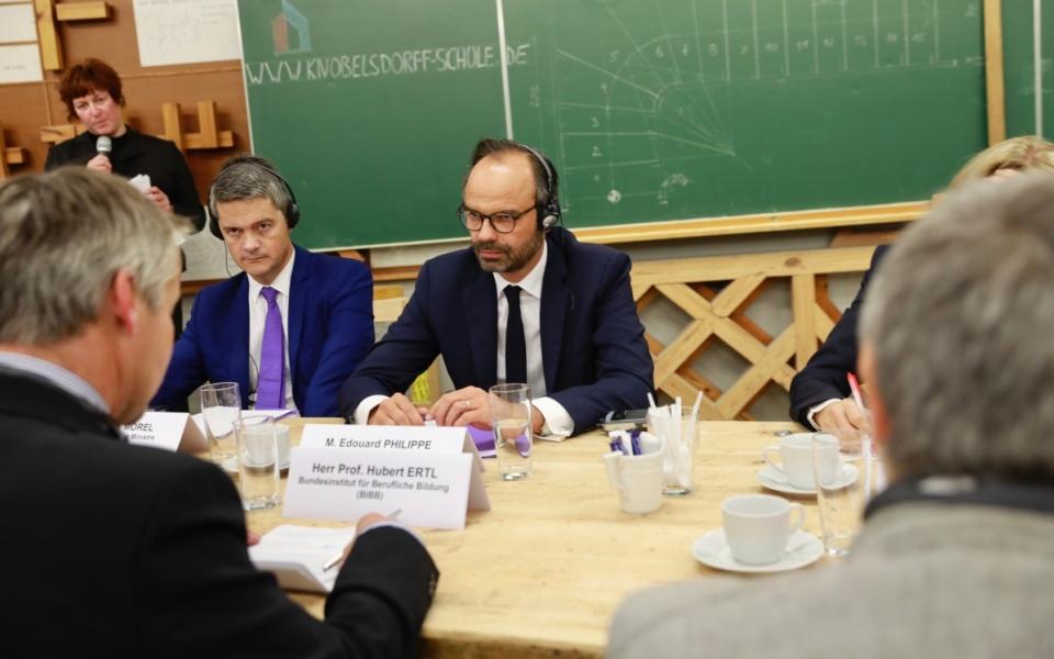Échanges entre Édouard Philippe et les équipes encadrantes de la Knobelsdorff-Schule.