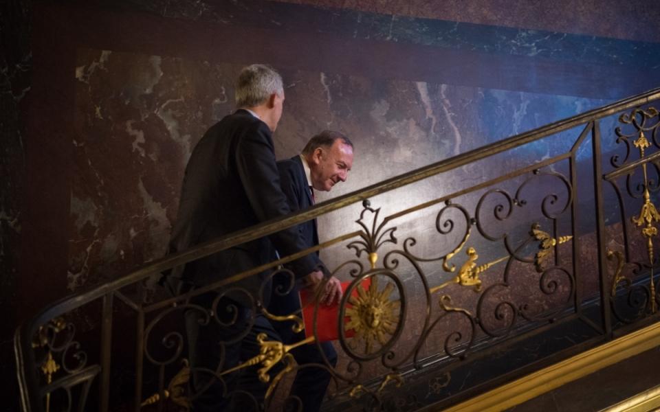 17/10 - Arrivée de Pierre Gattaz, président du MEDEF, à l'Hôtel de Matignon