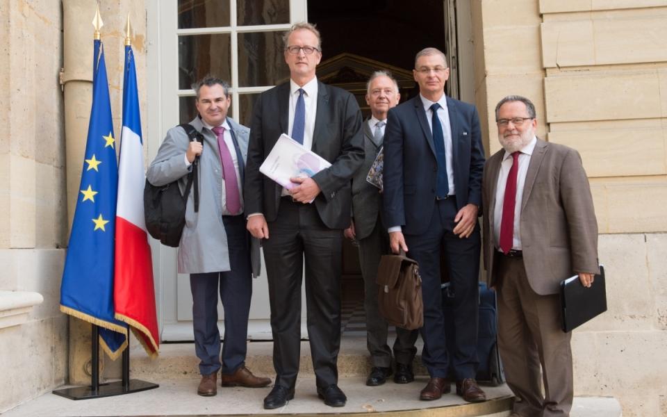 19/10 -  Hugues Vidor, président de l'UDES (2e en partant de la gauche)  et sa délégation