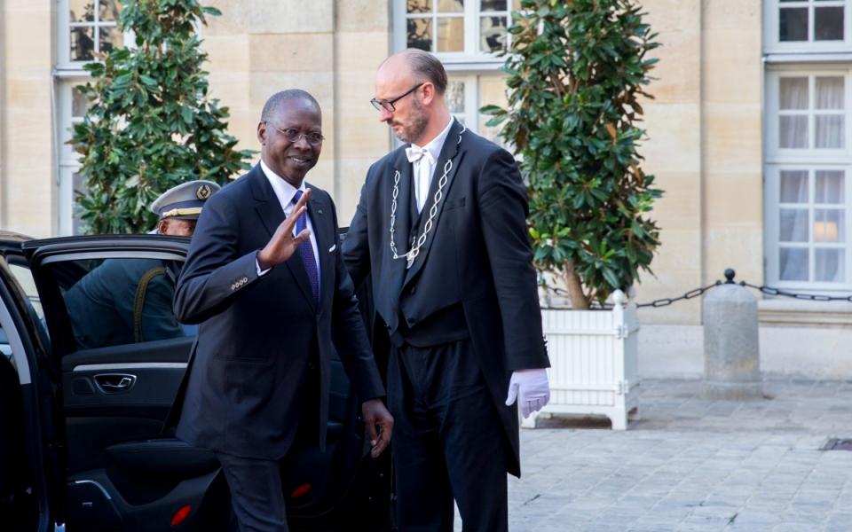Le Premier ministre sénégalais, Mahammed Boun Abdallah Dionne, à son arrivée à l'hôtel de Matignon.