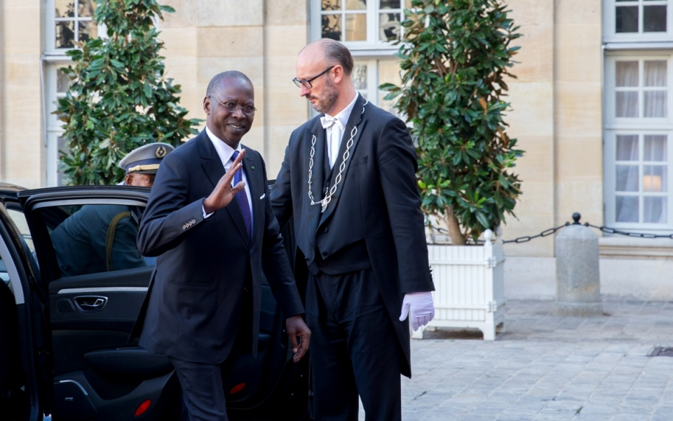 The Prime Minister of Senegal, Mahammed Boun Abdallah Dionne, arriving at the Hôtel de Matignon
