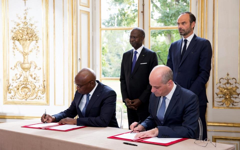 Signature d'accords entre Jean-Michel Blanquer, ministre de l'Éducation nationale, et son homologue sénégalais