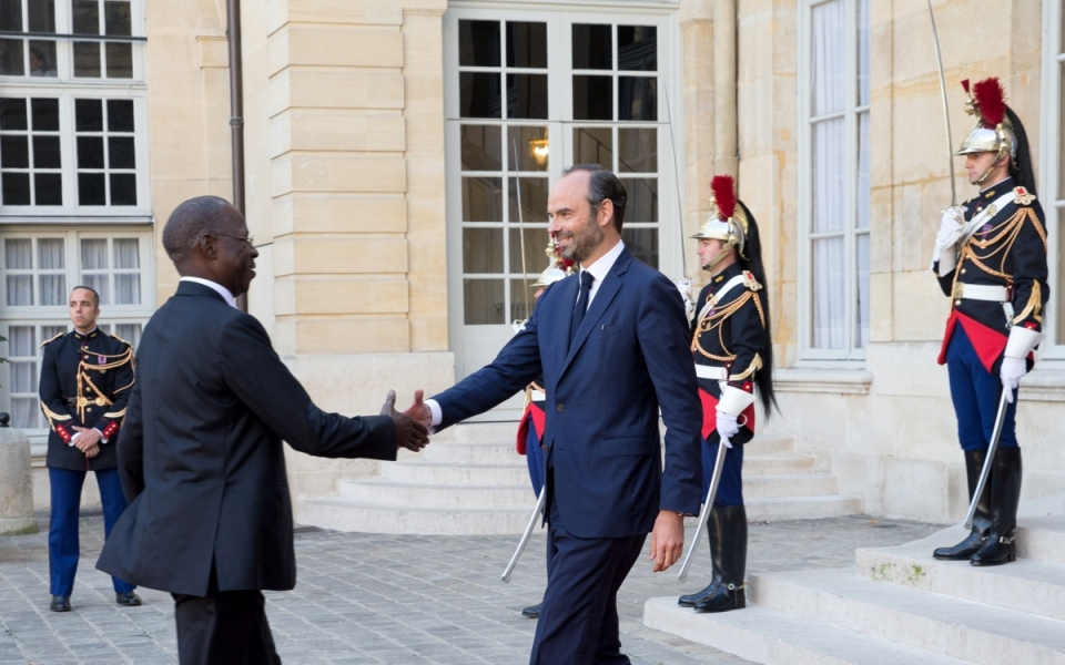 The Prime Minister, Édouard Philippe, welcomes his Senegalese counterpart