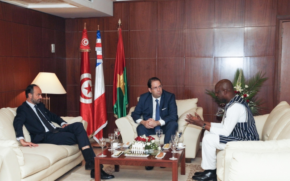 Édouard Philippe in conversation with Youssef Chahed and Paul Kaba Thieba, Prime Minister of Burkina Faso
