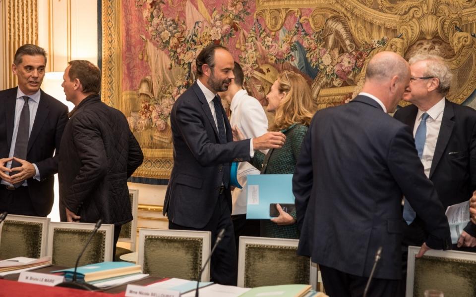 Edouard Philippe accueille les ministres au comité