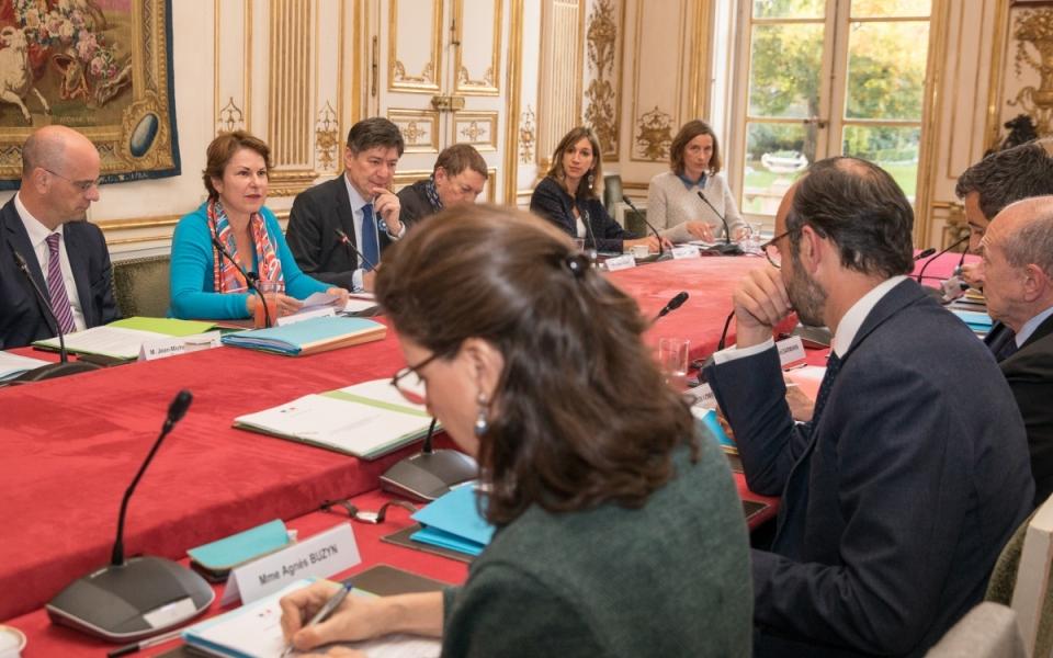 Le Premier ministre préside le deuxième Comité de l'aide aux victimes.