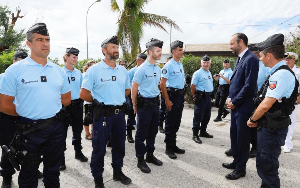 06/11 - Le Premier ministre et les ministres se sont rendus à la Gendarmerie du Quartier d'Orléans
