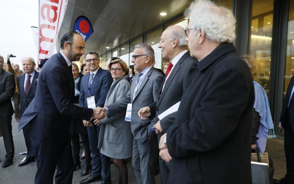 Édouard Philippe est accueilli par Frédéric Moncany de Saint-Aignan, président du Cluster maritime français
