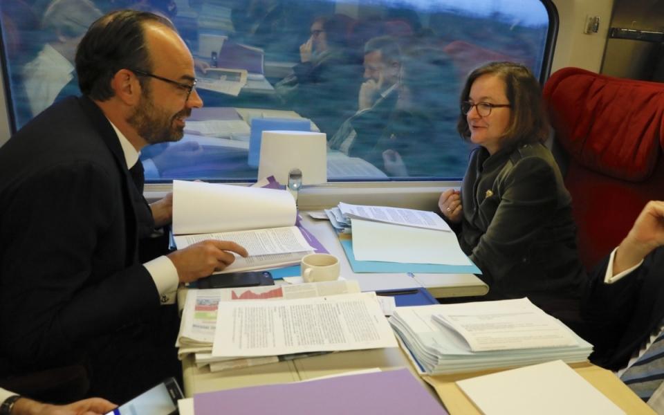 Le Premier ministre et la ministre chargée des Affaires européennes en route pour Bruxelles