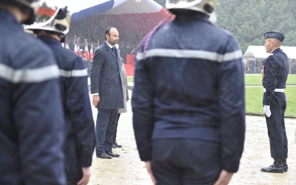 Le Premier ministre lors de la revue des troupes