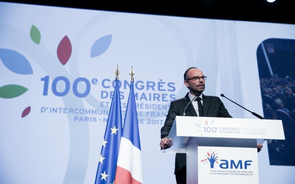 Édouard Philippe prononce un discours devant les maires et présidents d'intercommunalité de France