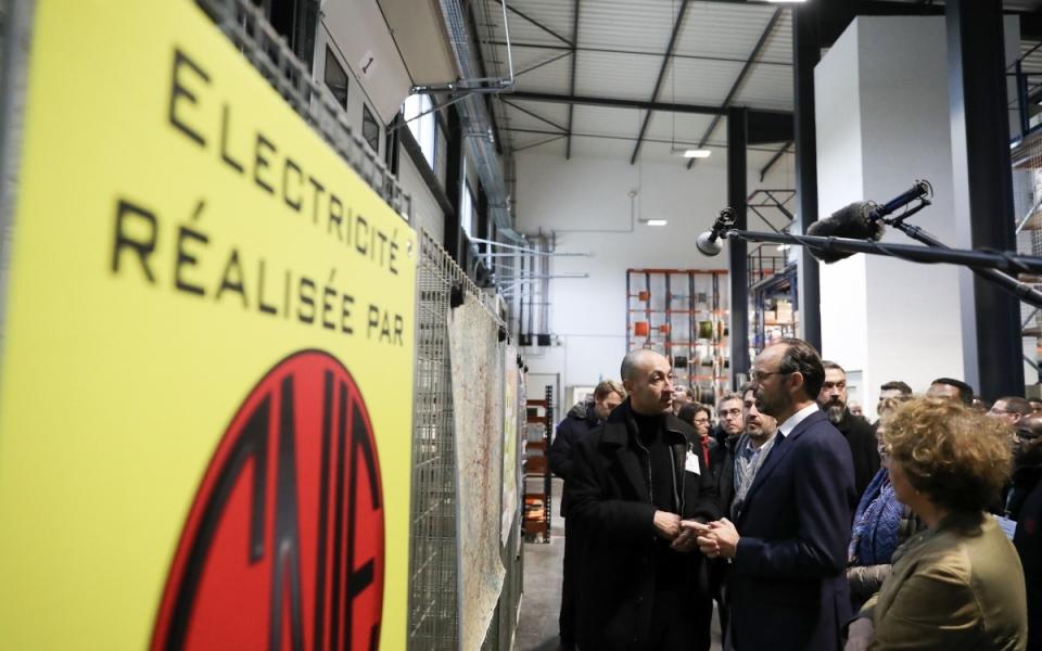 Le Premier ministre, Édouard Philippe et la ministre du Travail, Muriel Pénicaud à leur arrivée à l'usine SNIE (Société Nouvelle Installations Electriques)