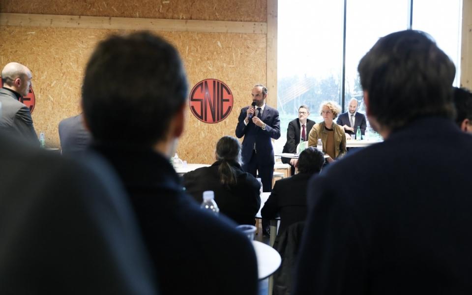 Échanges entre Édouard Philiippe, Muriel Pénicaud, et les représentants du personnel et les dirigeants de l'entreprise