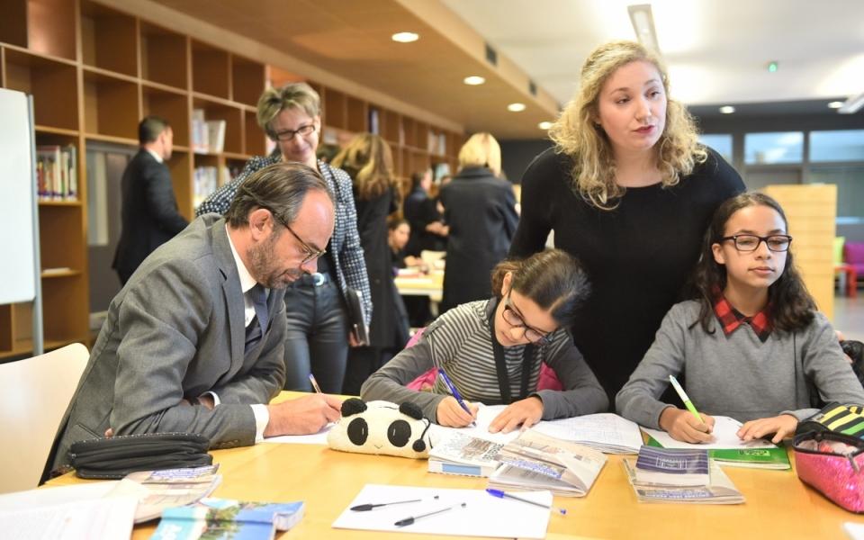 Édouard Philippe a participé à une séquence d'accompagnement des élèves dans la réalisation de leurs devoirs