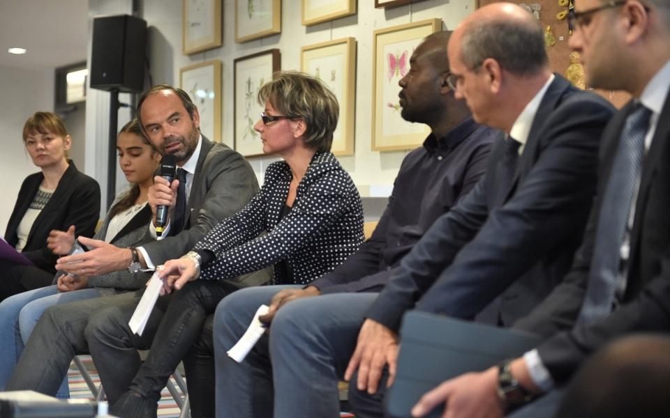 """Édouard Philippe et Jean-Michel Blanquer ont participé à un moment d'échange avec des responsables du dispositif """"Devoirs Faits"""" au sein de l'établissement"""