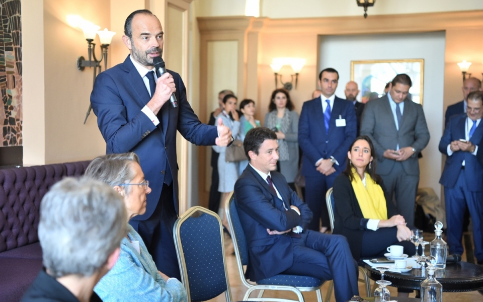 The Prime Minister, accompanied by Ministers and Members of Parliament, meets French businessmen taking part in the Economic Forum