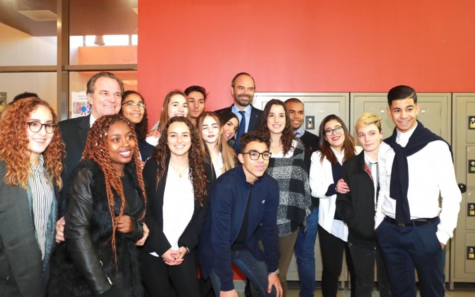Edouard Philippe avec les élèves du lycée La Fourragère