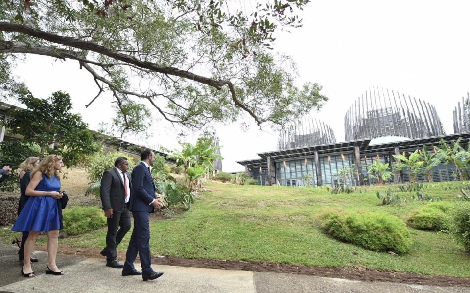 02/12/17 - Arrivée au Centre Jean-Marie Tjibaou, dont la création a été décidée par les Accords de Nouméa pour valoriser le patrimoine archéologique et linguistique kanak..