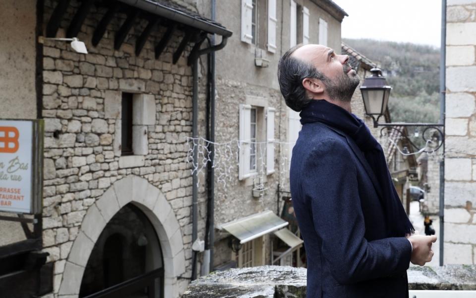 Rocamadour - Le Premier ministre observe les bâtiments historiques de Rocamadour