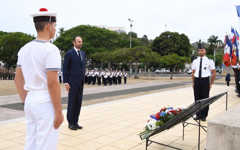 02/12/17 - Recueillement aux côtés des forces armées et notamment la marine nationale, engagées dans des actions de souverrainté, de secours et de coopération