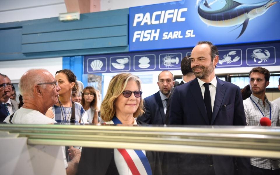 02/12/17 - Visite du marché de la baie de la Moselle en compagnie de Sonia Lagarde, maire de la ville de Nouméa.