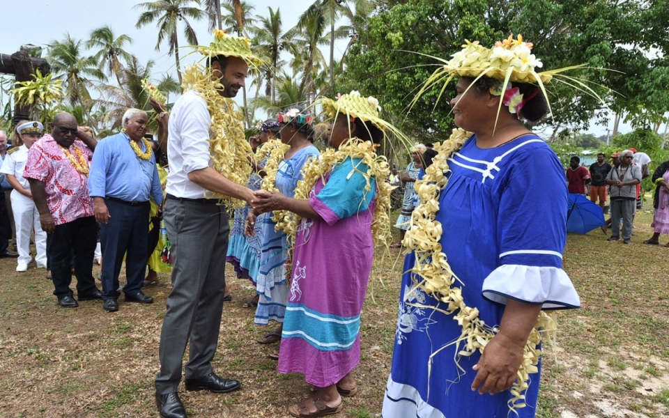 03/12/17- Lifou Tribu Drueulu -  Echanges avec la population.