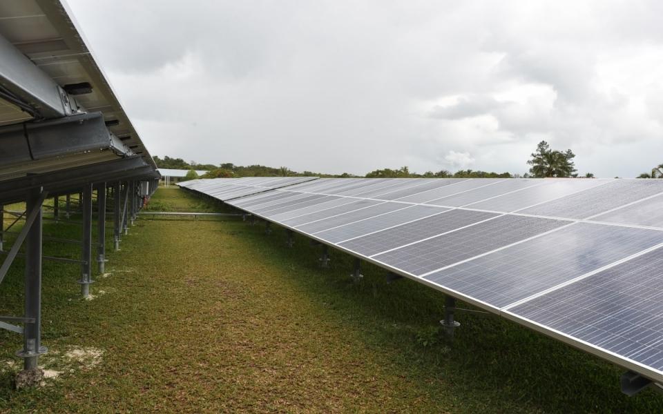 03/12/17 - Installations des panneaux de la station photovoltaïque de Hapetra