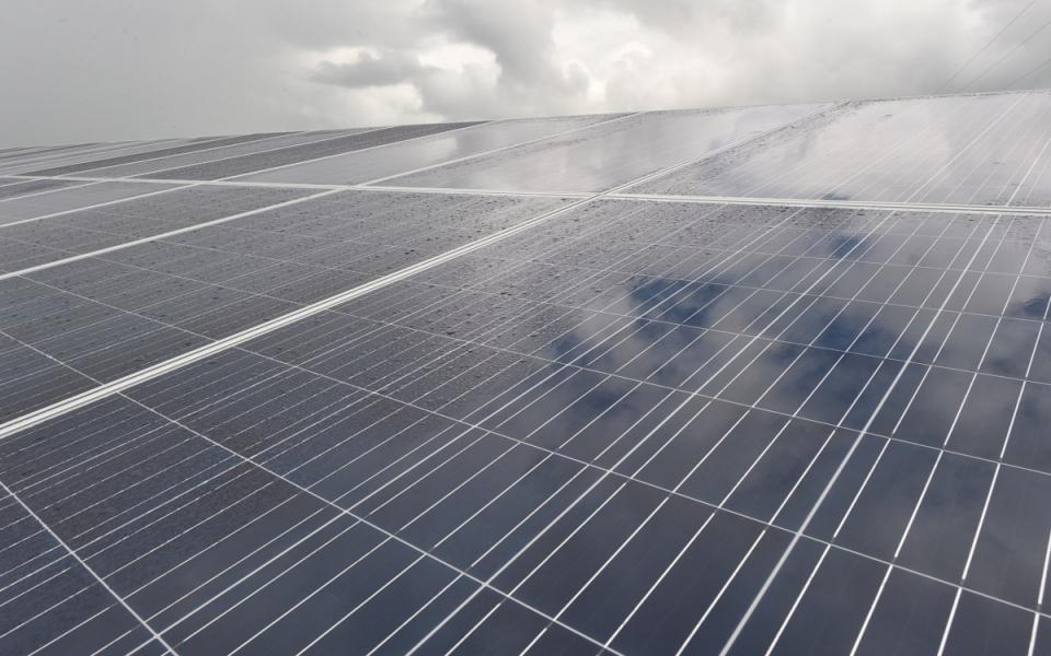 03/12/17 - La station photovoltaïque de Hapetra est une illustration de la stratégie d'autonomie énergétique.