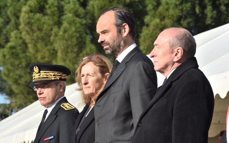 Le Premier ministre, le ministre de l'Intérieur, la ministre de la Justice et le préfet de l'Aude à la cérémonie d'hommage des victimes civiles