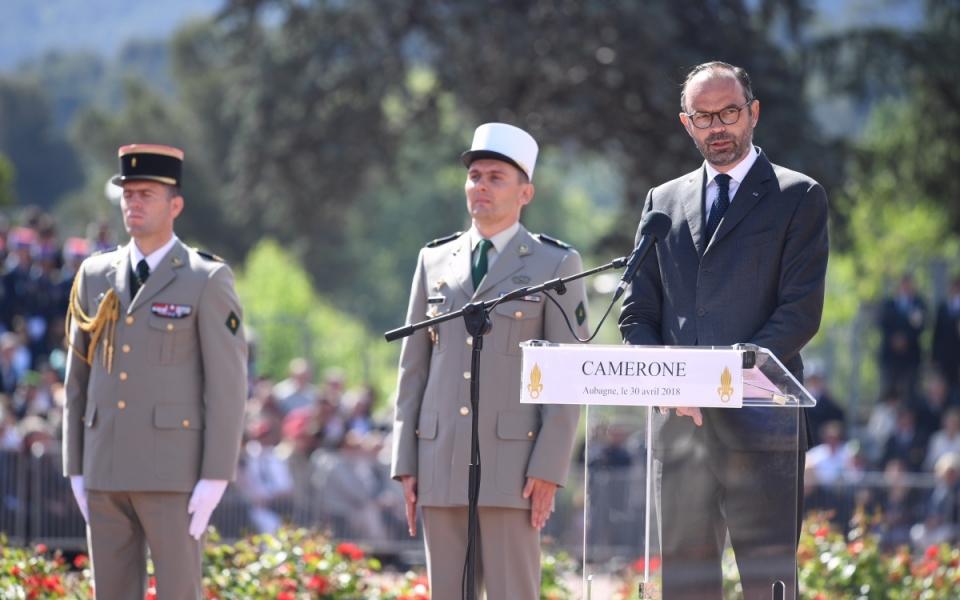 Le Premier ministre prononce un discours devant la Légion étrangère.