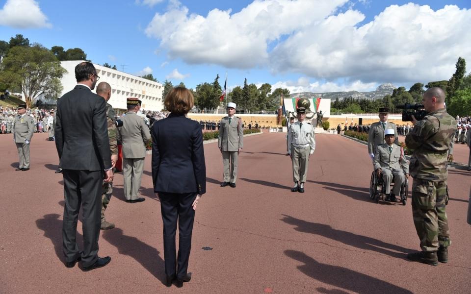 Édouard Philippe et Florence Parly devant les troupes de la Légion étrangère.