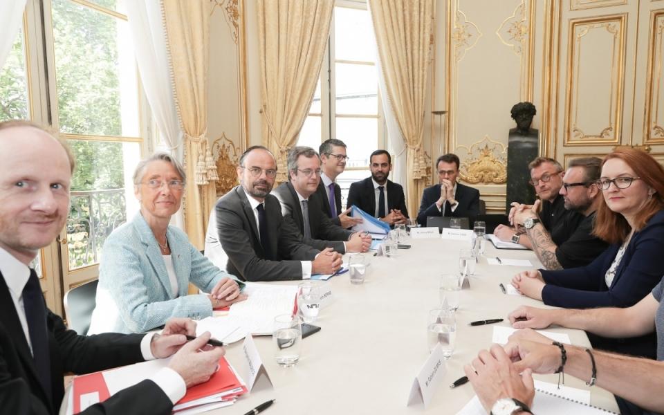 Le Premier ministre, Édouard Philippe et Élisabeth Borne, ministre des Transports, avec la délégation de Sud-Rail