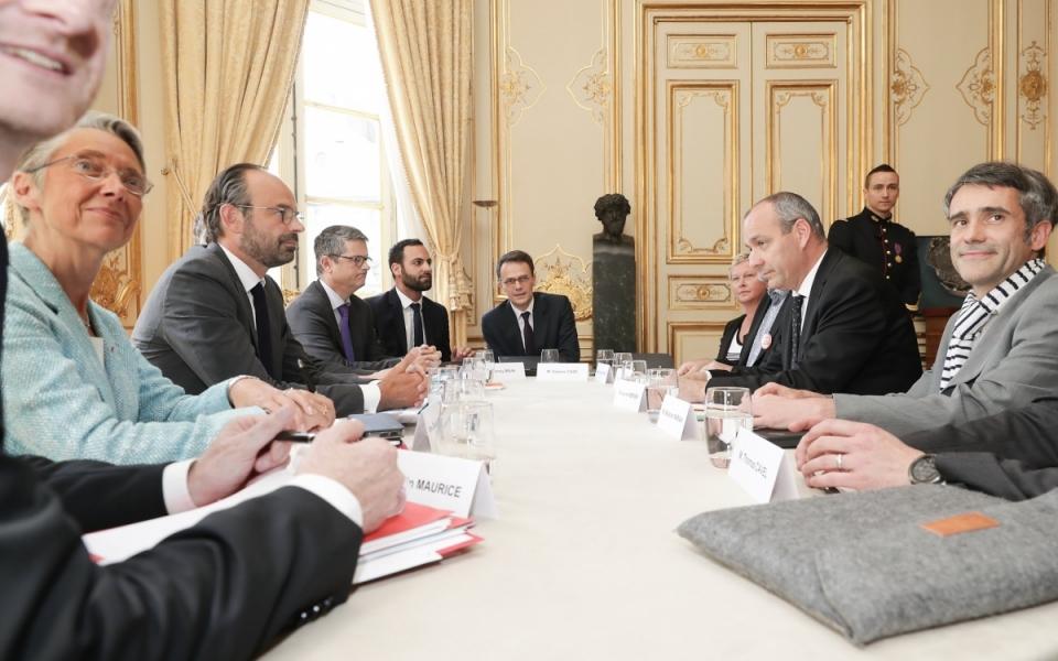 Le Premier ministre, Édouard Philippe et Élisabeth Borne, ministre des Transports, avec la délégation de la CFDT cheminots et leur délégation conduite par Laurent Berger, secrétaire général.
