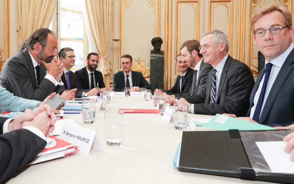 Le Premier ministre, Édouard Philippe, avec Thierry Mallet, président de l'UTP (Union des Transports Publics et Ferroviaires), Président directeur général de Transdev – opérateur de transports - , et sa délégation.