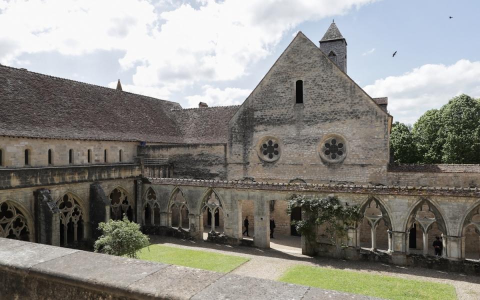 Classée Monument historique dès 1862, l'abbaye est propriété du département du Cher en1909. Aujourd'hui, l'abbaye est un lieu touristique réputé et un centre de rencontres culturelles et artistiques (2 mai 2018).