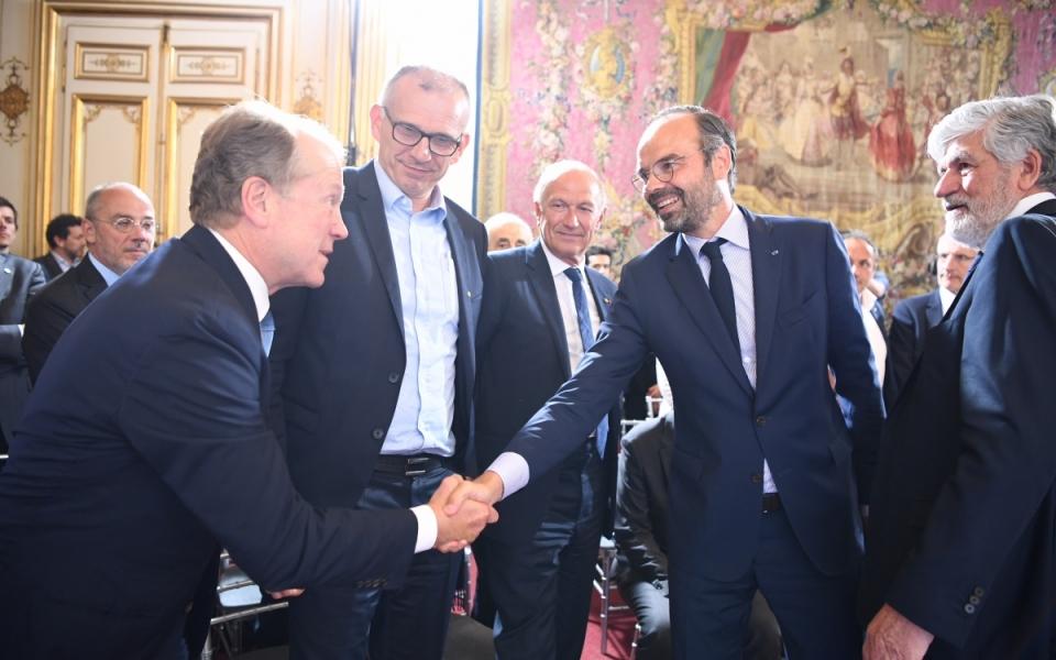 Le Premier ministre serre la main de John Chambers (JC2 Ventures)