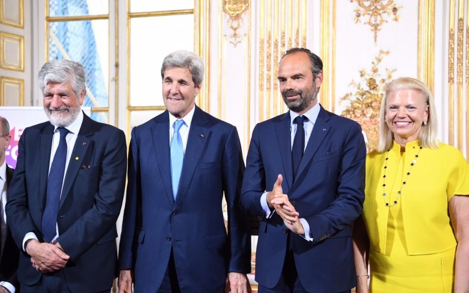 Edouard Philippe entouré de Maurice Lévy, John Kerry et Ginni Rometty