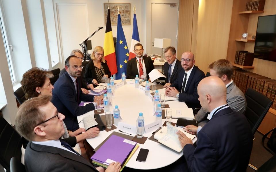Réunion en petit comité entre les deux Premiers ministres