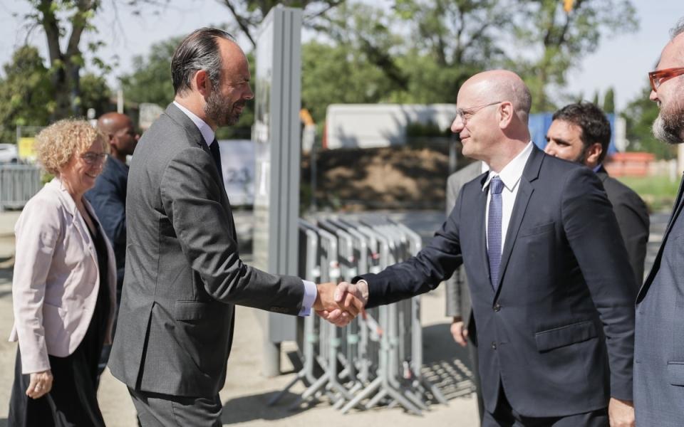08/06 - Le Premier ministre est accueilli à son arrivée à Saint-Jean par le ministre de l'Éducation nationale, Jean-Michel Blanquer