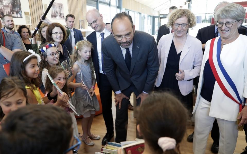 08/06 - Edouard Philippe, Jean-Michel Blanquer et Muriel Pénicaud ont visité la médiathétque-ludothèque de Saint-Jean