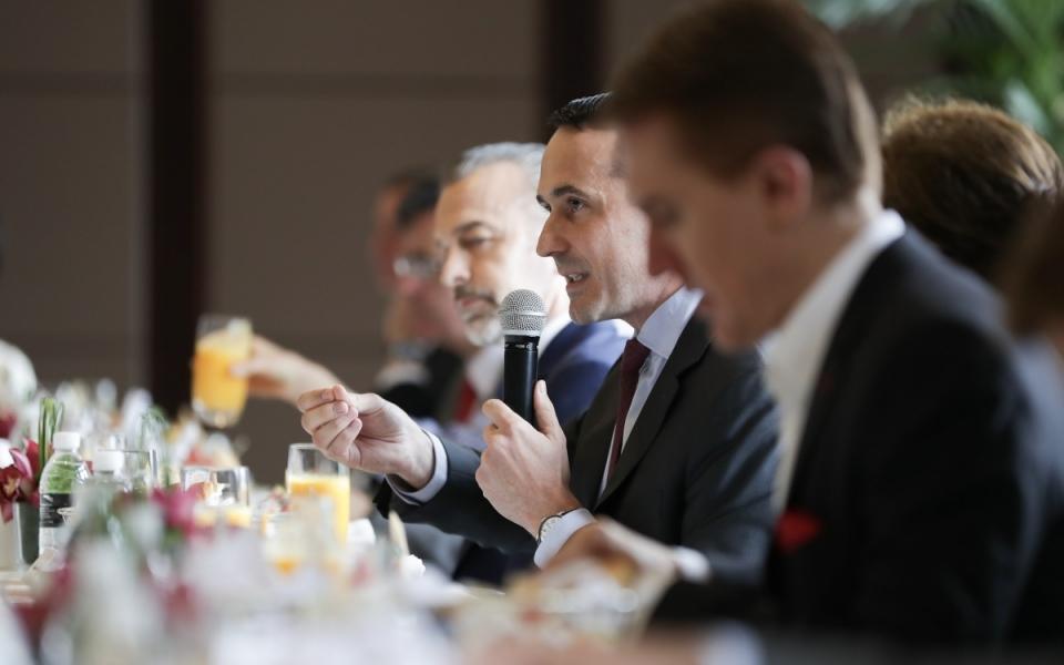 Le 24 juin 2018 : Petit-déjeuner avec des membres de la communauté d'affaires française installée à Shanghai.