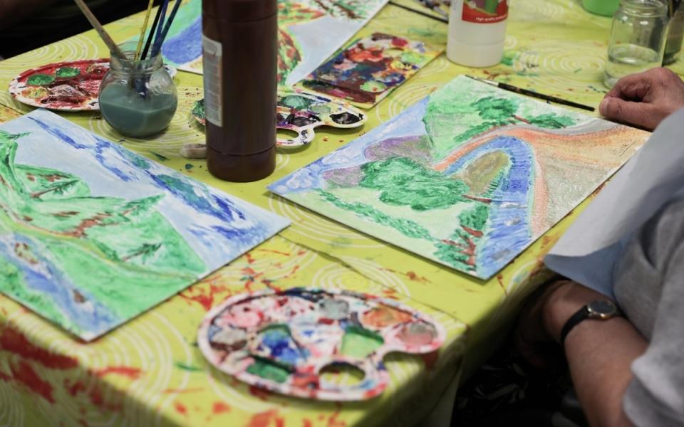 07/06 - Atelier peinture à l'EHPAD de Beauchalot