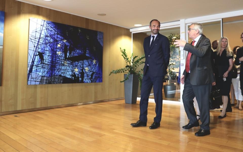 Edouard Philippe et Jean-Claude Juncker à la Commission européenne..