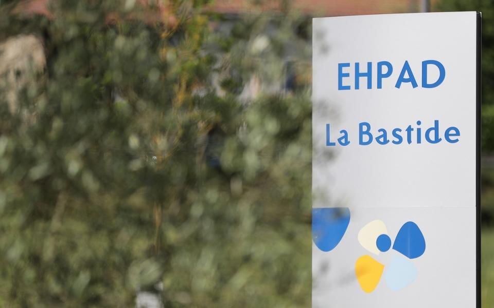 07/06 - Le Premier ministre s'est ensuite rendu à l'EHPAD la Bastide à Beauchalot...