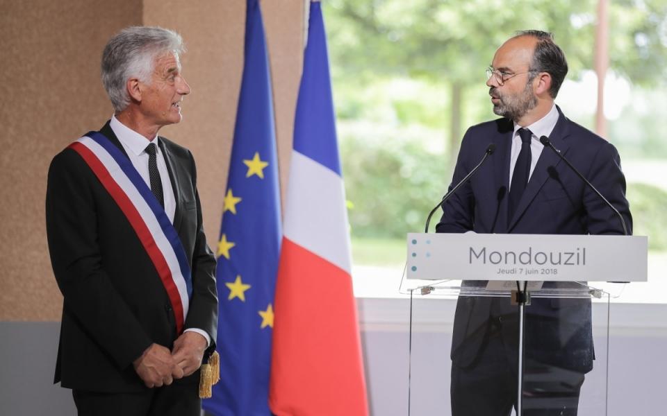 07/06 - Discours du Premier ministre aux côtés du maire de Mondouzil