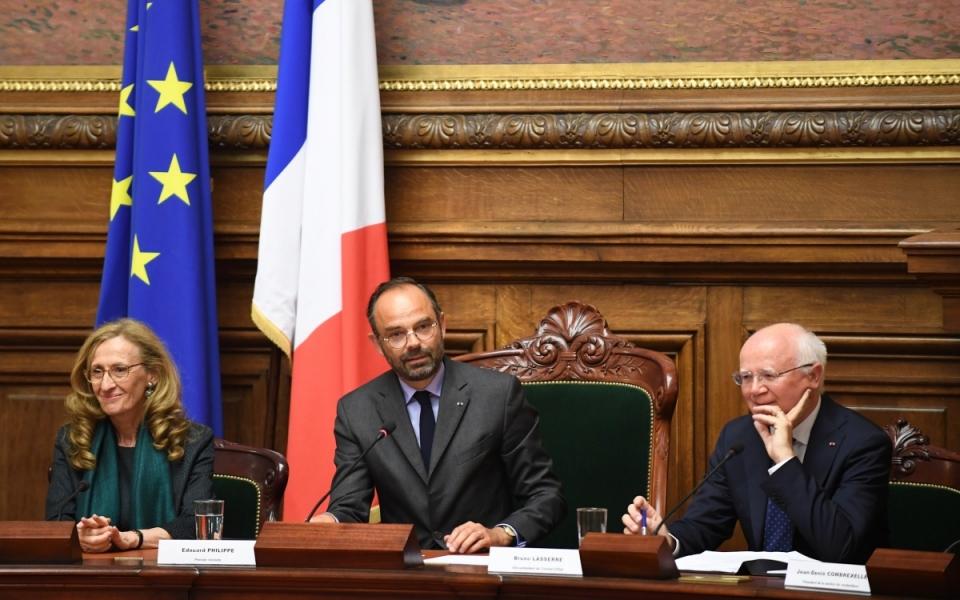Le Premier ministre, Édouard Philippe, la garde des Sceaux et Bruno Lasserre, vice-président du Conseil d'État, au cours de l'assemblée générale du Conseil d'État