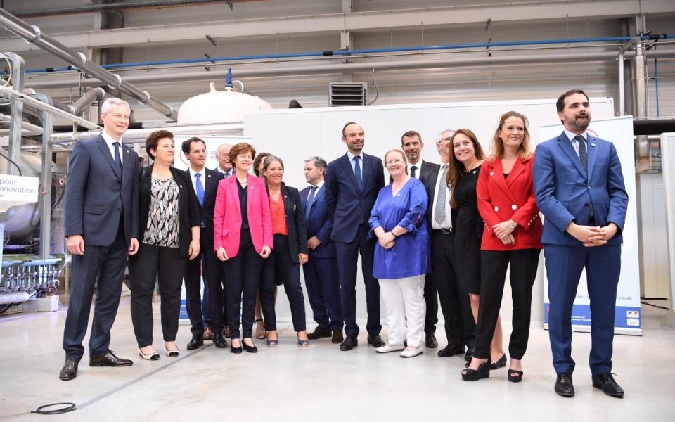 Photo de groupe des représentants de l'État et des personnels de l'IRT M2P