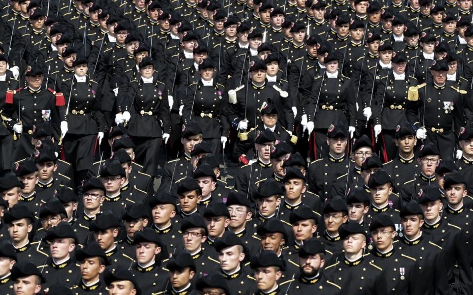 Au total, ce sont 4 290 hommes et femmes qui défilent dans les troupes à pied