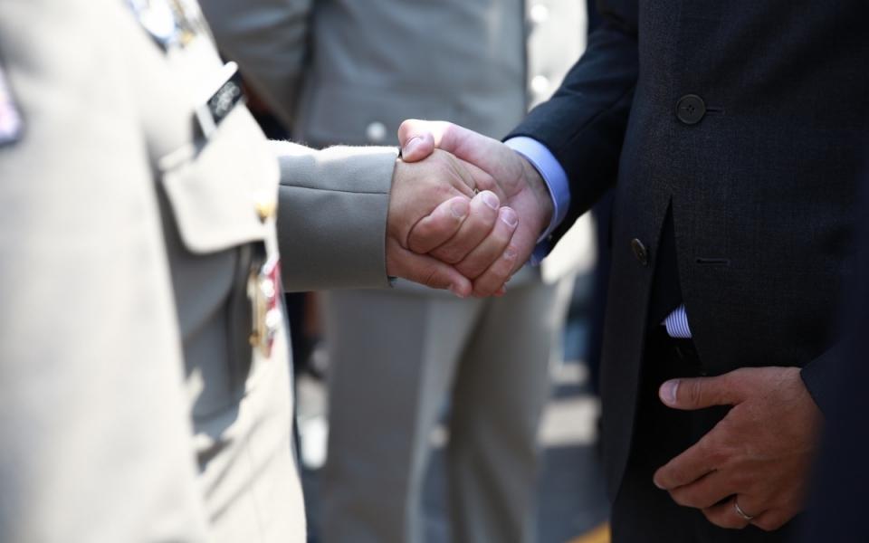Le Premier ministre salue les familles des militaires morts pour la France et les blessés des armées.